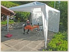 23 Mai, das Zelt steht zum ersten Mal auf der Terrasse