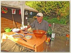 24 Onkel Werner brachte das Zelt vom Camping in Faulensee