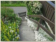 27 Blumenschmuck beim Eingang