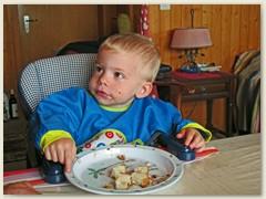49 Jann beim Frühstück