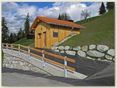 55 Das neu gebaute Wasserreservoir versorgt das Dorf Pitasch