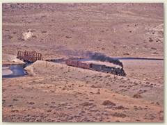 25 Der Patagonien Express durchfährt grösstenteils eine eigentlich sehr eintönige Steinwüste.