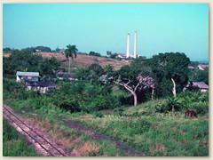 03 Kamine der Zuckerrohrfabrik. Aber; Zutritt und Besichtigung auch von Aussen verboten. Ja, das ist Fedel Castro