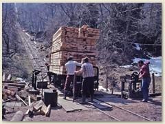 13 Die Last (Holz) wird stets ins Tal befördert und die leeren Wagen nach oben