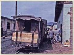 22 Bahnarbeiter der CFF (Căile Ferate Forestiere) Wir haben ihnen geholfen Holz in den Wagen zu tragen. Dafür gabs ein Gläschen Schnaps
