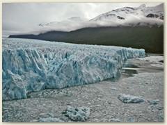22 Ein einmaliges Schauspiel ist es, wie der Moreno-Gletscher direkt in den See kalbt