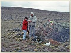 24 Mittagrast unterwegs in der wilden, windigen Steppe im südlichen Patagonien