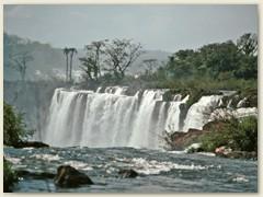 43 An der Grenze von Argentinien zu Brasilien befindet sich die Stadt Iguazu, mit den grössten Wasserfällen der Welt