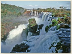 47 Rund um die Wasserfälle befindet sich Dschungel