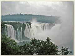51 Von weitem sieht der Besucher den aufgewirbelten Wasserdampf