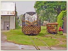 12 Neben einem alten bewachten Depot in La Ceiba bewegt sich was