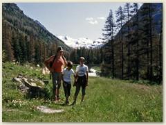 20 Im 10 Km langen und malerichen Val Roseg mit vielen Lärchen links und rechts des Weges