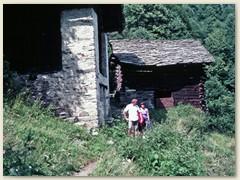 29 Via Bergaglia - historische Bauwerke und die einmalige Landschaft des Bergells begleiten Wanderer auf dem Weg von Casaccia nach Chiavenna