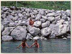 52 Plausch beim Füssebaden in der Maira