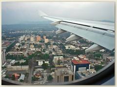 01_Über der Stadt Guatemala - Umsteigeort nach Honduras