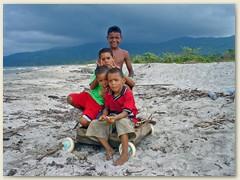 16_Kinder am Strand von Puerto Cortés