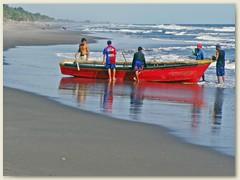 19_Eines der vielen Fischerboote der Hondureňos