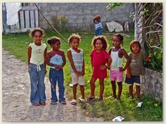 31_Weiter nach El Salvador - Kinderschar in San Salvador