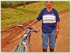 33_Nach einigen Tagen der Rundreise durch Guatemala - San Salvador zurück in Honduras - Arbeiter in der Ananasplantage