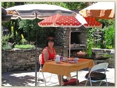31 Mitte Juli, ab und zu Frühstück auf der Terrasse