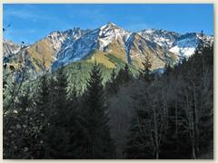 54 adeina dil Signina am 1. November (v.l. Piz Fess 2889 m , Piz Signina 2848 m und Güner Horn 2851 m)