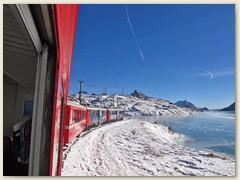 11r Die RhB erreicht den Lago Bianco
