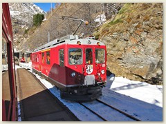 19r Bei der Station Alp Grüm ein Gegenzug Bergwärts