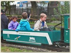 55_Fahrgaeste im Gurten Bahn Wagen