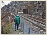 04_Entlang der Bahnlinie führt der Wanderweg