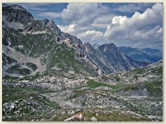 12_Das kleine Hochplateau führt zur Alp Sursaas