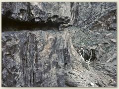 16_Der Weg ist in den Fels gehauen