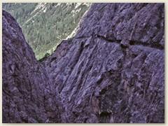 17_Durch die eindrückliche Uinaschlucht (Felsenweg) gelangt man nach Uina Dadaint