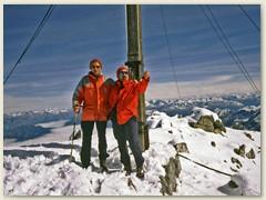 01_Auf dem Gipfel der Schesaplana 2965m. Der höchste Berg im Rätikon. Über dem Gipfel verläuft die Staatsgrenze zwischen Österreich und der Schweiz