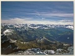 04_Viele Bündner Berge, links die Rätikoner Kette mit der Drusenfluh und der Sulzfluh