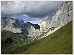 12_Das Schweizertor 2137m  gigantischer Durchgang zwischen den Kirchlispitzen und der Drusenfluh