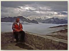 16_Auf der Terrasse der Carschinahütte bewundern wir das Nebel und Wolkenmeer über dem Prättigau