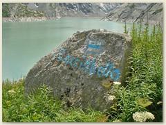 17_Die blau-weisse Farbe zeigt uns die Richtung zum Pass Cacciabella Sud
