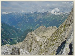 30_Im Hintergrund das untere Bergell mit den Orten Soglio und Castasegna, dann kommt Italien