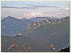 17_Die Morgensonne erhellt einige Walliser Viertausender