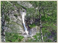 33_Auf einem schier endlosen Treppenweg bergab und unter knorrigen alten Kastanienbäumen hindurch wandern wir nach Gordevio und anschliessend dem Talweg hinauf nach Maggia