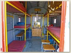 16_Das Bivacco Beniamino Farello 2748 m, steht auf italienischem Boden, ist eine Notunterkunft und beinhaltet unter anderem 12 Betten