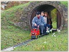 32_Auf der Furka Oberalp der Lokführer mit zwei Damen und einem blinden Passagier