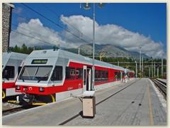 03_Zwei Triebwagen der Baureihe 425 nach Poprad-Tatry