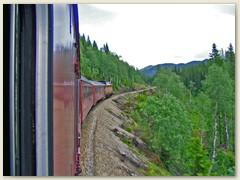 14_Der Schnellzug wird mit einer Diesellok gezogen