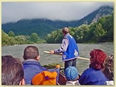 23_Wir werden auf einem Goralenfloss von zwei Flössern von Cerveny Klastor nach Lesnica begleitet