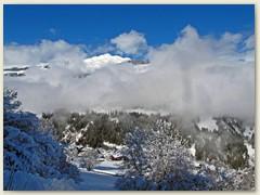 06_Der Piz Mundaun grüsst zwischen den Wolken durch