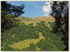 30_Die paar Häuser bei Cuolm Selvadi im Val Pitasch