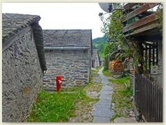 16_Die enge Hauptgasse quer durchs Dorf