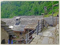21_Einzelne Steindächer sind aus Lesesteinen, als Zeugen eines ausgestorbenen Handwerks