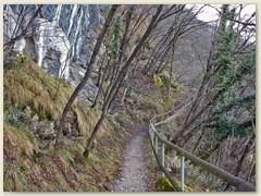 10_Auch beim Abstieg hat der Caslano felsige Wegabschnitte